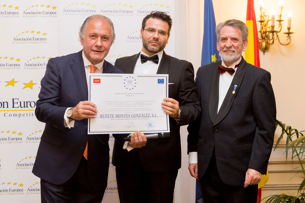 Bufete Montes González reconocido con la Medalla de Oro al Mérito en el Trabajo