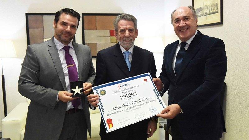 Estrella de Oro de la Excelencia Profesional para los abogados del bufete algecireño Montes González